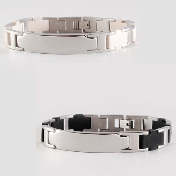 на фото титановые магнитные браслеты от давления серебристые с черным и белым каучуком