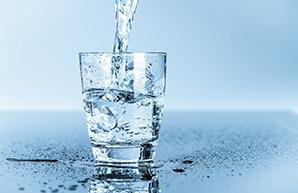 нужно пить воду для профилактики обезвоживания
